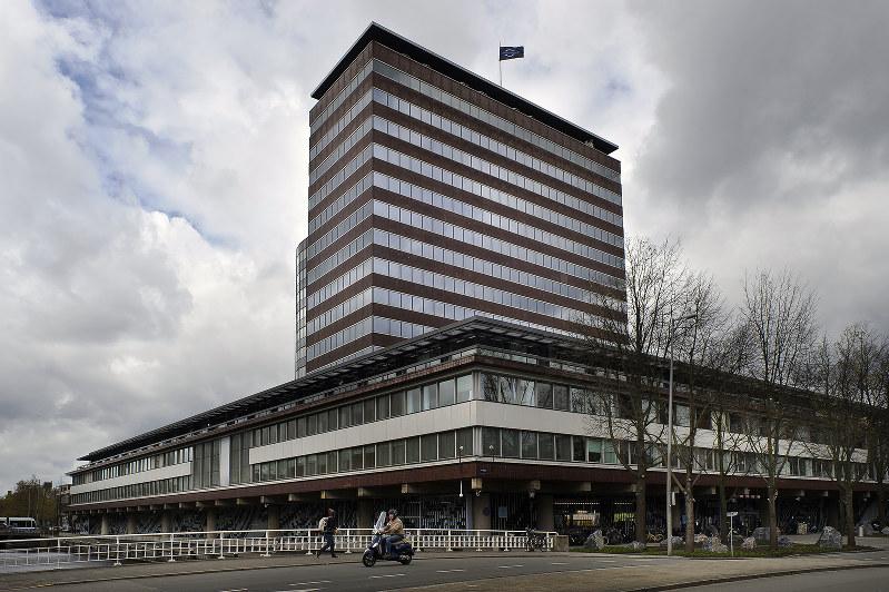 キャッシュレス化に調整力を発揮したオランダ銀行の本店=アムステルダム