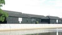 半田運河沿いにあるミツカンの蔵=2009年7月2日、河部修志撮影