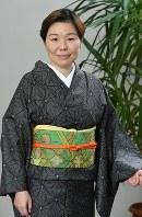 若草色の帯にオレンジの帯締めだといかにも昭和の雰囲気