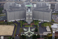 The Tokyo Detention Center, where former Nissan Motor Co. Chairman Carlos Ghosn is being held, is seen in this July 6, 2018 file photo taken from a Mainichi Shimbun helicopter in Tokyo's Katsushika Ward. (Mainichi/Masahiro Ogawa)