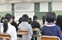 県立中学校の入学試験に臨む受験生=2016年1月9日