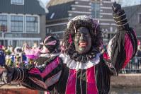 人種差別か伝統か。オランダで論争が続く黒塗りの「ズワルト・ピート」=AP
