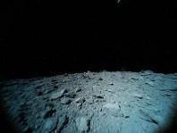 小型探査ロボットが9月29日にジャンプしながら撮影した小惑星リュウグウの表面の画像=宇宙航空研究開発機構提供