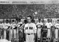 Captain Seijun Makishi of Okinawa Prefectural Naha Senior High School makes the players' pledge at the opening ceremony for the 32nd National High School Baseball Invitational Tournament at Hanshin Koshien Stadium in Japan's western Hyogo Prefecture in 1960. (Mainichi)