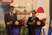 In this June 25, 2018 file photo, Japan's Foreign Minister Taro Kono, left, appears with his Indonesian counterpart Retno Marsudi in Jakarta. (Mainichi/Aya Takeuchi)