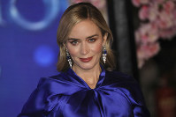 Actress Emily Blunt poses for photographers upon arrival at the 'Mary Poppins Returns' premiere in central London, on Dec. 12, 2018. (Photo by Vianney Le Caer/Invision/AP)