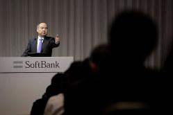 質疑応答に立つソフトバンクグループの孫正義会長兼社長(Bloomberg)