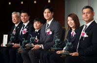 Mainichi sporting figure award recipients, from left, Deputy Director Ichiro Sato and curler Tsuyoshi Yamaguchi of the Sports Community Karuizawa Club, winner of the culture prize; rookie prize winner gymnast Takeru Kitazono; grand prix winner and baseball star Shohei Ohtani; rookie prize winner and wheelchair rugby player Kae Kurahashi; and Tomoaki Kinugasa, eldest son of the late Sachio Kinugasa of Japanese baseball's Hiroshima Carp, who won the distinguished service award; pose for pictures during the award ceremony in Tokyo's Bunkyo Ward, on Dec. 13, 2018. (Mainichi/Junichi Sasaki)