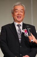 Ichiro Sato, deputy director of SC Karuizawa Club, speaks during the 2018 Mainichi sporting figure awards ceremony in Tokyo's Bunkyo Ward on Dec. 13, after the club in Nagano Prefecture, central Japan, was awarded the culture prize. (Mainichi/Naoaki Hasegawa)