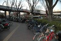 <桶川ストーカー殺人事件>1999年10月26日、埼玉県桶川市で、女子大学生、猪野詩織さん(21)が男に刃物で刺され殺害された。猪野さんからのストーカー被害の訴えを警察が放置していたことが後に判明。警察がストーカー対策に乗り出す契機となった。写真は猪野さんが刺殺されたJR桶川駅西口の現場=2006年3月31日