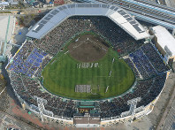 第89回選抜高校野球の開会式=兵庫県西宮市の阪神甲子園球場で2016年3月19日、本社ヘリから貝塚太一撮影