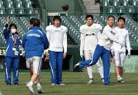 公開練習する関学大の選手たち=阪神甲子園球場で2018年12月13日、幾島健太郎撮影
