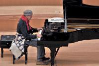開演前にも弾いているポゴレリッチ=サントリーホールで、林喜代種撮影