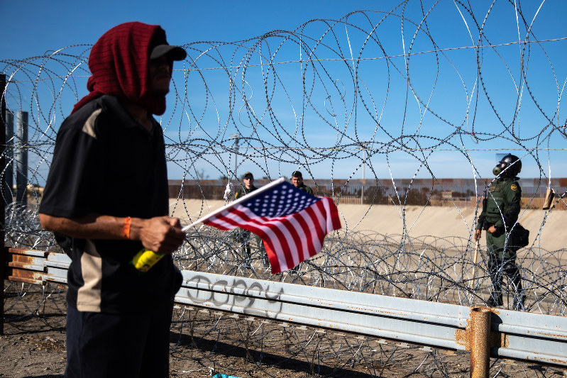 「移民」は投票行動の分かれ目 Bloomberg