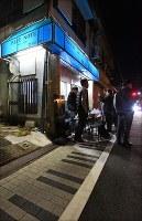 最後のセッションが行われたジャズ喫茶「ブルーノート」前の歩道はピアノの鍵盤をイメージしたデザイン=大阪府豊中市で2018年12月12日、山崎一輝撮影