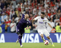 Argentina's River Plate Javier Pinola,left, and Emirates's Al Ain Yahia Nader run for the ball during the Club World Cup semifinal soccer match between Al Ain Club and River Plate at the Hazza Bin Zayed stadium in Al Ain, United Arab Emirates, on Dec. 18, 2018. (AP Photo/Hassan Ammar)