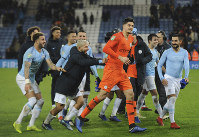 Manchester City's goalkeeper Arijanet Muric, centre celebrates in font of their fans teammates after they won the English League Cup quarterfinal soccer match at the King Power stadium in Leicester, England, on Dec.18, 2018. (AP Photo/Rui Vieira)