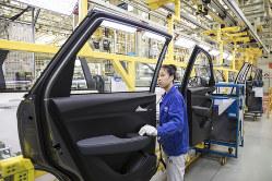 中国から生産ライン引き上げを考える米企業が増えている Bloomberg