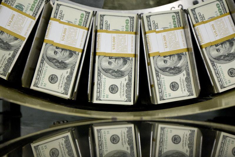 大量のドルが米国に戻っている Bloomberg