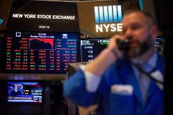 株価の急落する可能性もある(ニューヨーク証券取引所) Bloomberg