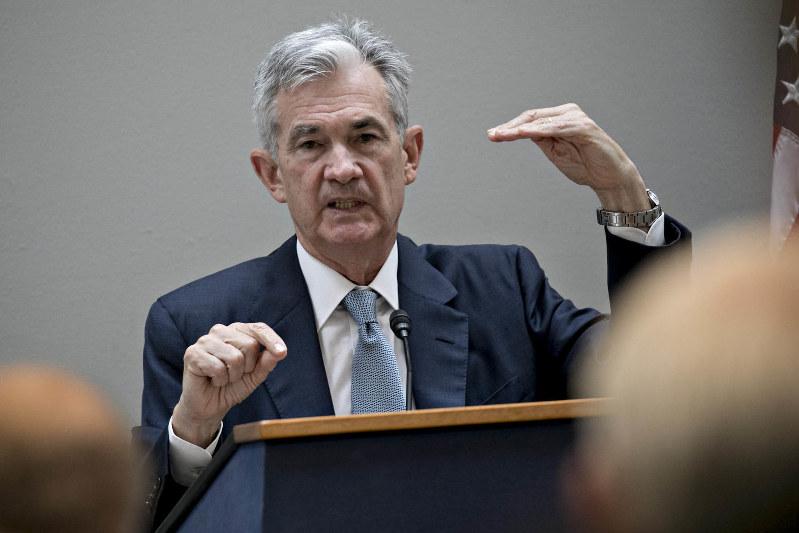 パウエル議長率いるFRBは金融政策の修正を視野に入れ始めた Bloomberg