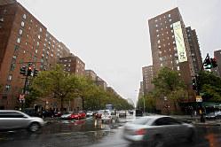 ウォール街の外にいる個人投資家が勢いづいている(ニューヨークのマンハッタン) Bloomberg