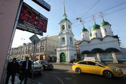 宗教つながりの「兄弟国」に亀裂が走る(モスクワのロシア正教会の教会) Bloomberg