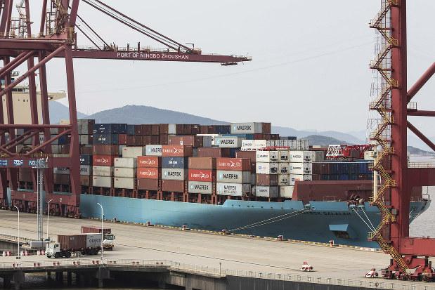 世界貿易は縮小している(Bloomberg)