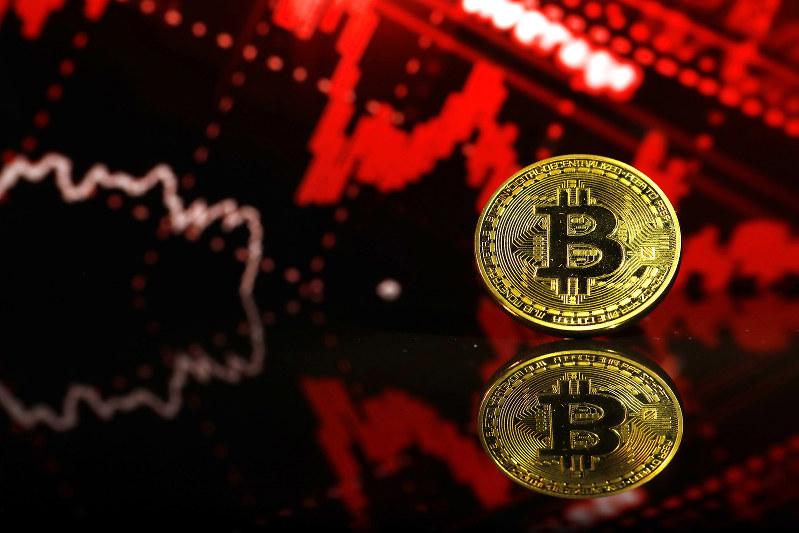 仮想通貨の価格は下落傾向が続く(Bloomberg)