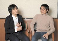 沖縄について語る森健さん(左)と渡辺豪さん=東京都千代田区で