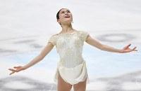 【フィギュアスケート全日本選手権】女子SPで演技を披露する宮原知子=大阪府門真市の東和薬品ラクタブドームで2018年12月21日、猪飼健史撮影
