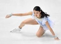 【フィギュアスケート全日本選手権】女子SP、冒頭のジャンプで転倒する紀平梨花=大阪府門真市の東和薬品ラクタブドームで2018年12月21日、猪飼健史撮影