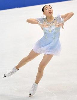 【フィギュアスケート全日本選手権】女子SPで演技を披露する紀平梨花=大阪府門真市の東和薬品ラクタブドームで2018年12月21日、猪飼健史撮影