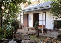 東京・大田区立馬込第三小学校に移築された、犀星の家の離れ=同校提供