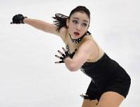 【フィギュアスケート全日本選手権】女子SPで演技を披露する本郷理華=大阪府門真市の東和薬品ラクタブドームで2018年12月21日、猪飼健史撮影