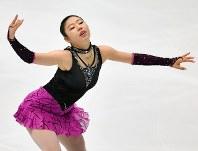 【フィギュアスケート全日本選手権】女子SPで演技を披露する細田采花=大阪府門真市の東和薬品ラクタブドームで2018年12月21日、猪飼健史撮影