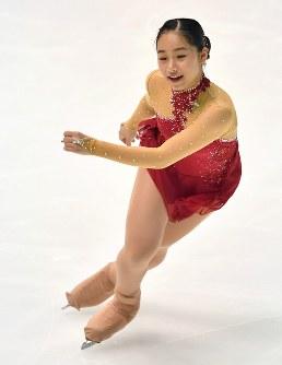 【フィギュアスケート全日本選手権】女子SPで演技を披露する山下真瑚=大阪府門真市の東和薬品ラクタブドームで2018年12月21日、猪飼健史撮影