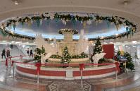 泉の広場に設置された3代目の噴水=大阪市北区で2018年12月11日、平川義之撮影