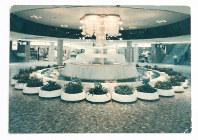 泉の広場に設置された初代の噴水=大阪地下街提供