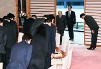 記者会見に臨まれる天皇陛下=皇居・宮殿「石橋の間」で2018年12月20日午後(代表撮影)