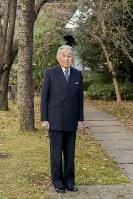 天皇陛下=皇居・宮殿の南庭で2018年12月10日、宮内庁提供