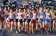 1区1キロ付近を力走する選手たち
