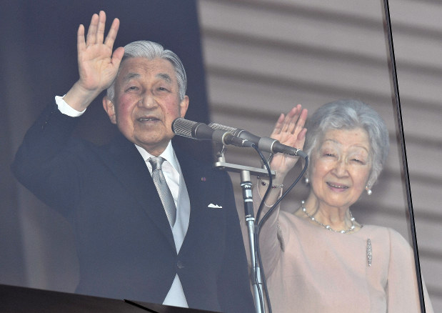 天皇誕生日、一般参賀に平成最多の8万2850人 - 毎日新聞