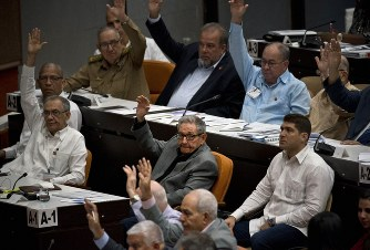 The Cuban National Assembly approves unanimously the new draft constitucion