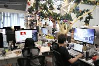 AIを駆使した最新の予約システムで人気を集める旅行会社「無二之旅」。社員の大半が20代という本社は若さがあふれる=中国・北京で2018年8月22日午後、赤間清広撮影