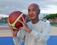 Zenko Miyagi competes in a 3-point basketball game in the Okinawa Prefecture city of Chatan, on Nov. 5, 2018. (Mainichi/Tadashi Sano)