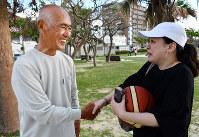 Zenko Miyagi shakes hands with a woman who came to see him shoot three-pointers in the Okinawa Prefecture city of Chatan, on Nov. 5, 2018. (Mainichi/Tadashi Sano)