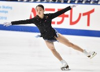 Rika Kihira rehearses a jump ahead of her free program at Japan's national figure skating championships at Towa Pharmaceutical Co.'s Ractab Dome in the city of Kadoma, Osaka Prefecture, on Dec. 23, 2018. (Mainichi/Kenji Ikai)