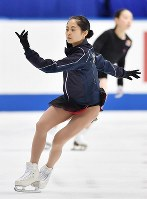Satoko Miyahara rehearses her performance ahead of her free program at Japan's national figure skating championships at Towa Pharmaceutical Co.'s Ractab Dome in the city of Kadoma, Osaka Prefecture, on Dec. 23, 2018. (Mainichi/Kenji Ikai)