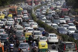 朝のラッシュの高速道路(Bloomberg)